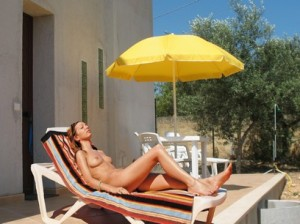 Naturist guest in Sicily - Ospite naturista del B&B Physis - naturist Girl sunbathing in Sicily